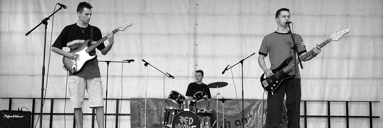 Red Wave 2002 live in Zittau - Roman (Gitarre/Vox), Jörg (Drums), Alex (Bass/Vox)